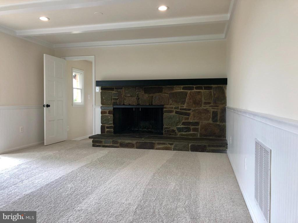 FAMILY ROOM WITH FIREPLACE - 8450 PALMER RD, MIDDLETOWN