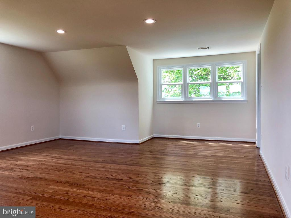 THREE UPPER LEVEL BEDROOMS - 8450 PALMER RD, MIDDLETOWN