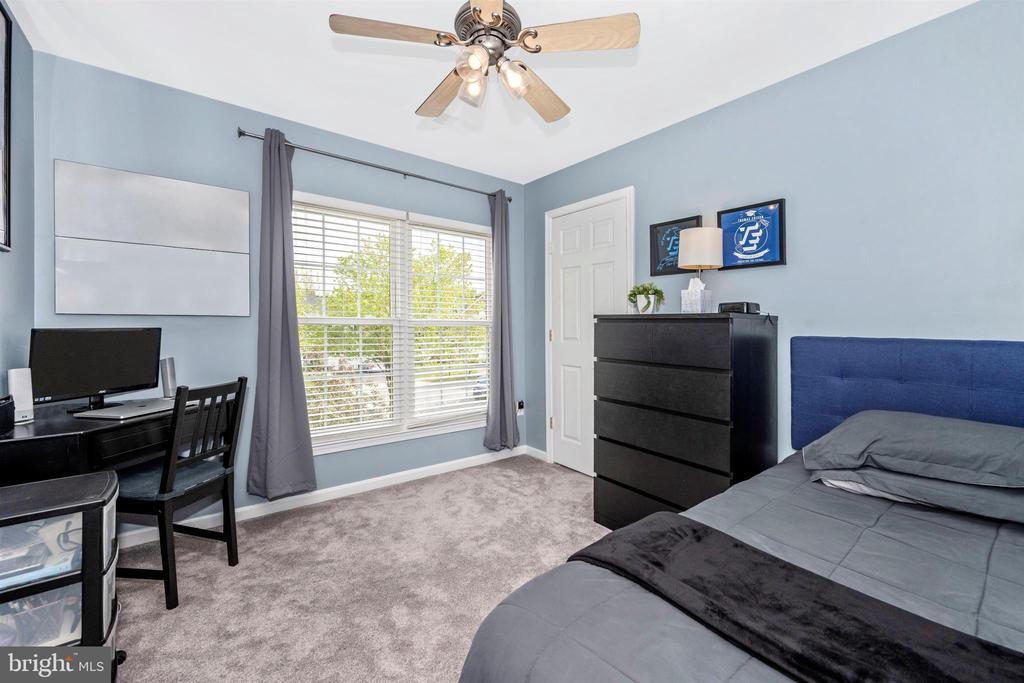 Bedroom #2 w/two large windows & newer carpet - 17004 INDIAN GRASS DR, GERMANTOWN