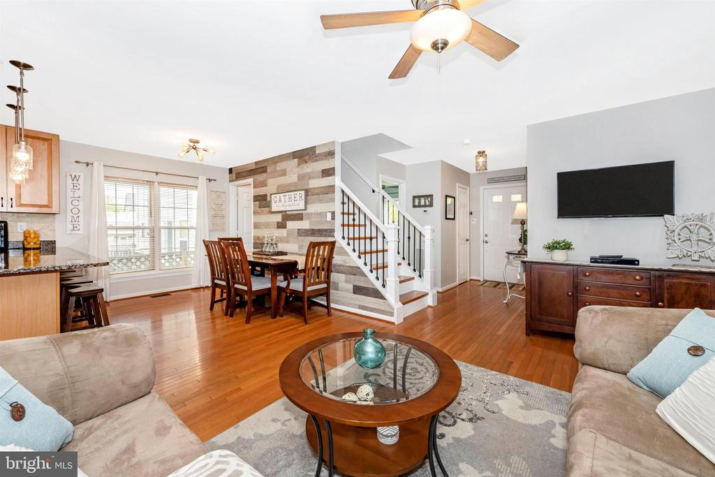 Hardwood floors on main level and staircase - 17004 INDIAN GRASS DR, GERMANTOWN