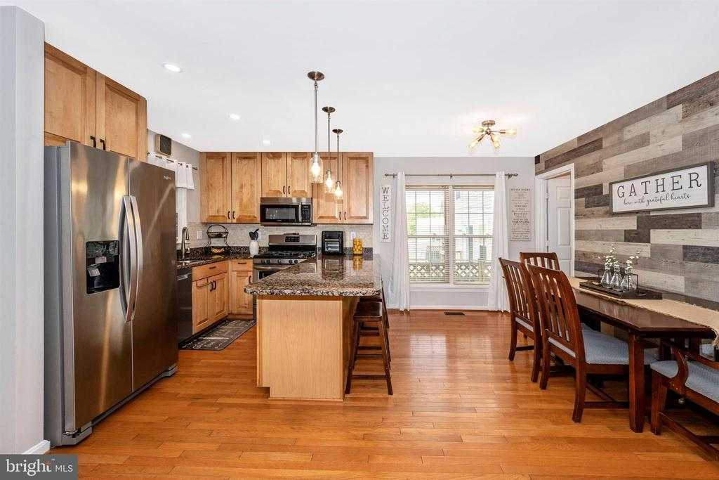 Pendant & recessed lighting in Kitchen - 17004 INDIAN GRASS DR, GERMANTOWN
