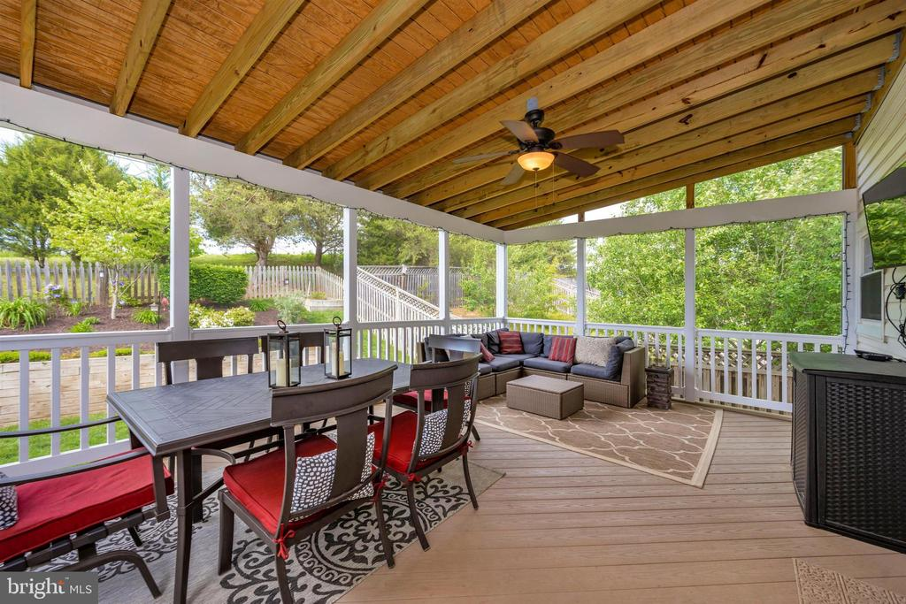 Gorgeous maintenance-free screened-in porch - 17004 INDIAN GRASS DR, GERMANTOWN