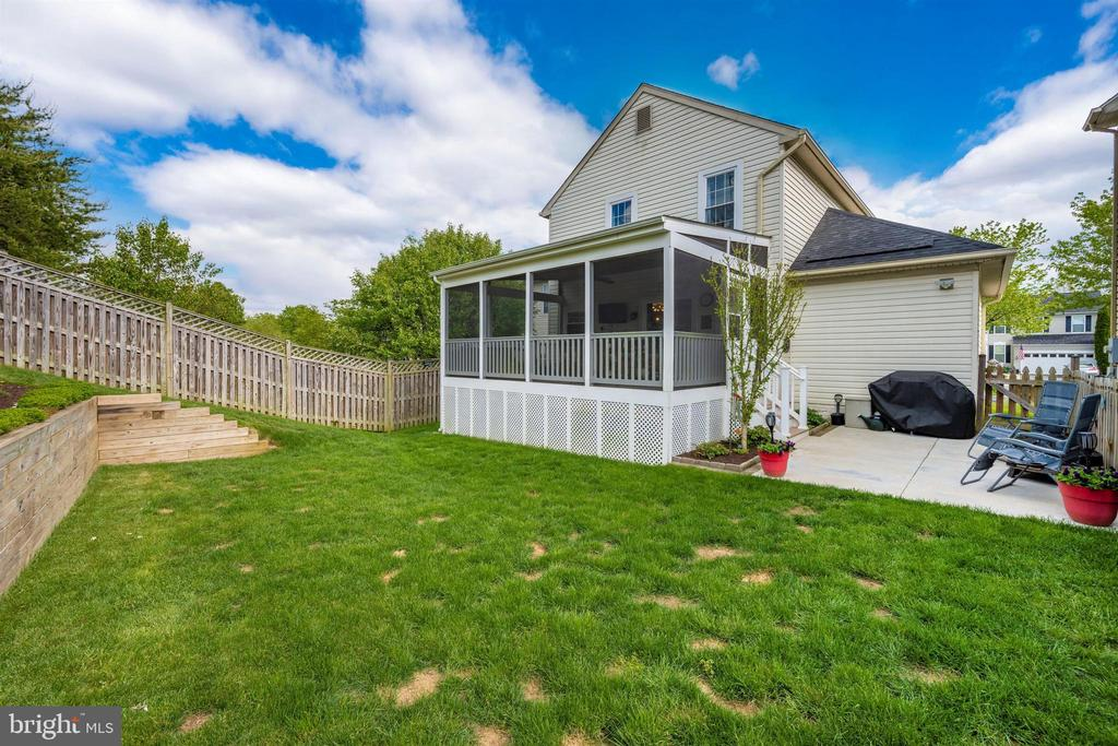 Fenced yard & level area for activities - 17004 INDIAN GRASS DR, GERMANTOWN