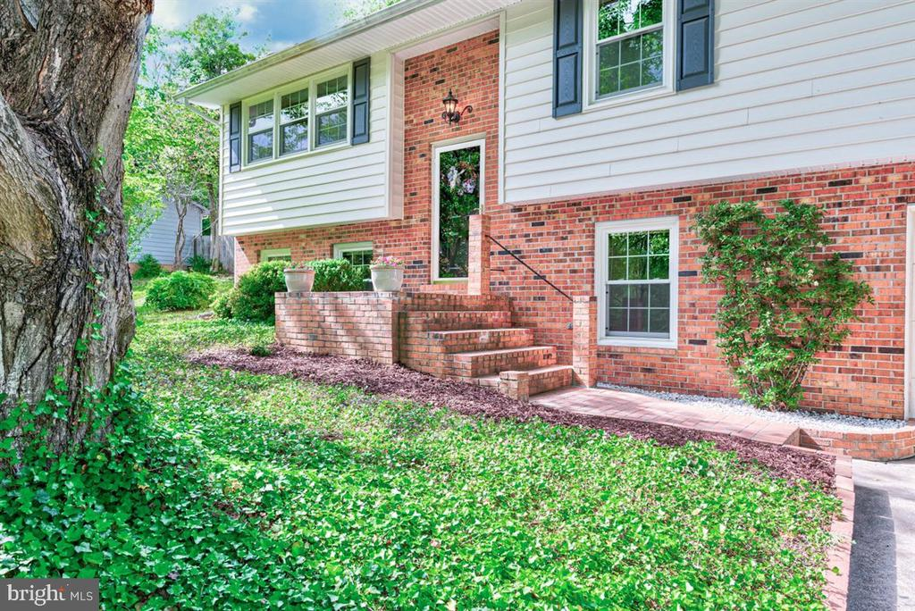 Brick fron and stairs welcome you to your home. - 36 SENECA TER, FREDERICKSBURG