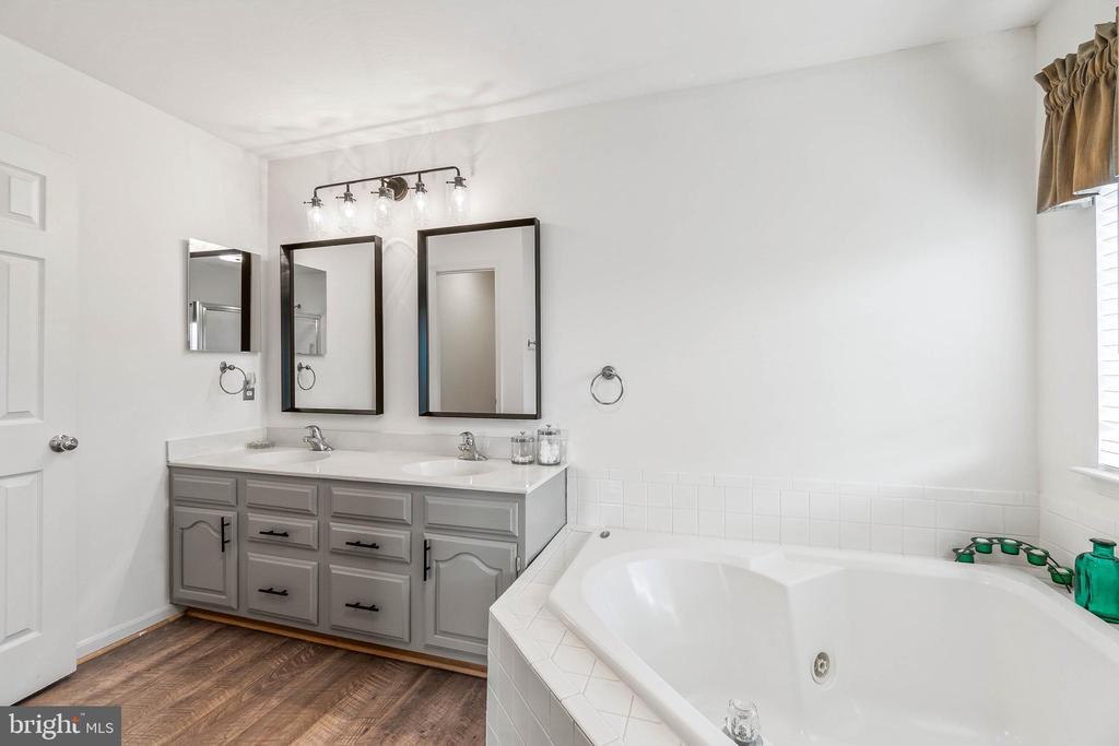 Primary Bathroom - 612 PATRICE DR SE, LEESBURG