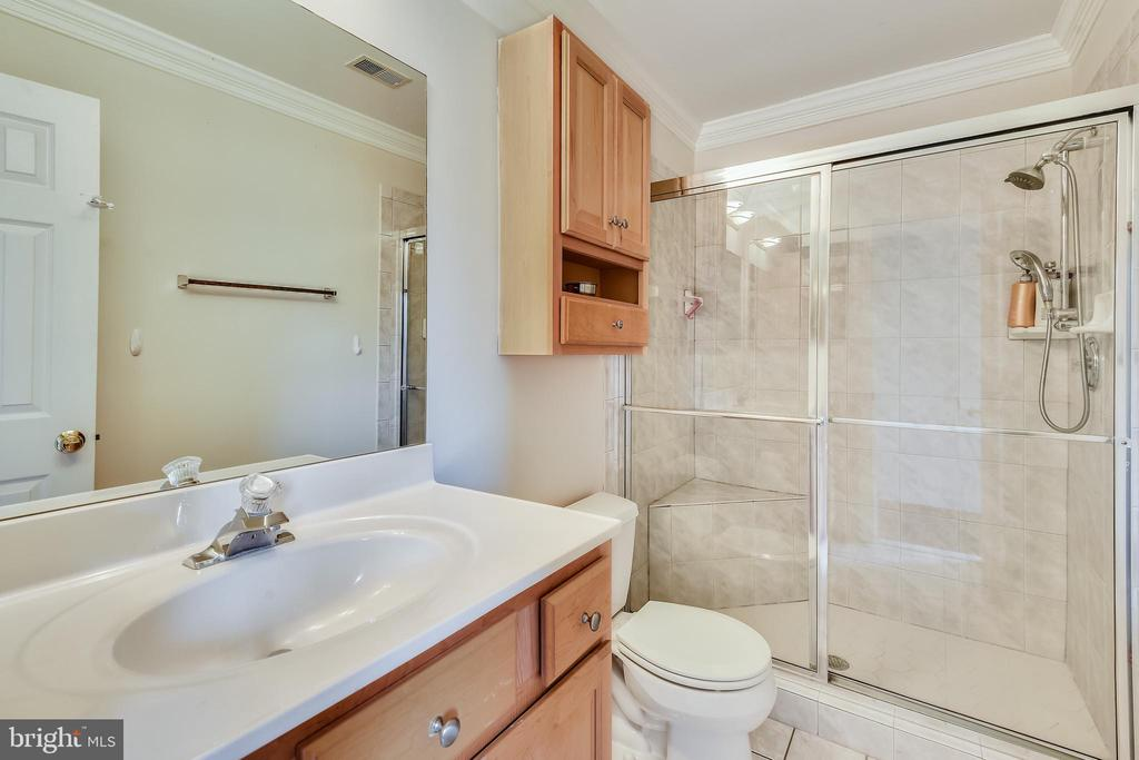 Bedroom 4 bathroom - 20179 GLEEDSVILLE RD, LEESBURG