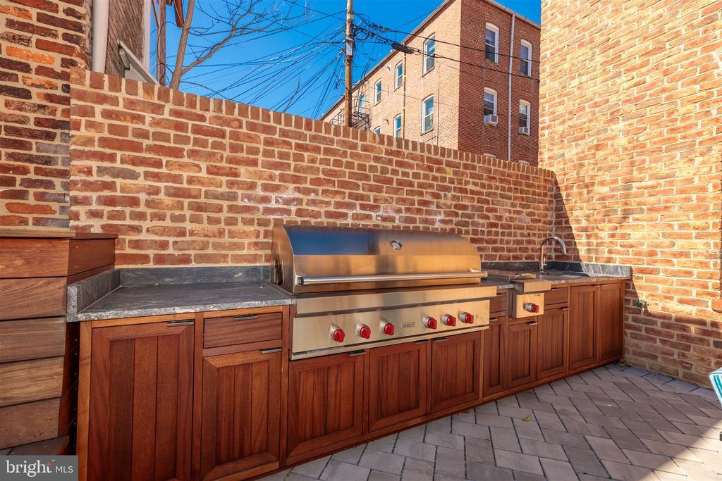 Outdoor kitchen features Wolf grill + sink - 212 A ST NE, WASHINGTON