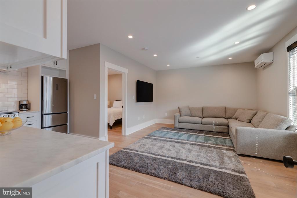 Carriage house living area - 212 A ST NE, WASHINGTON