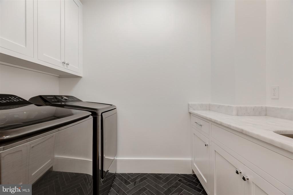 Laundry + soaking sink + storage - 212 A ST NE, WASHINGTON