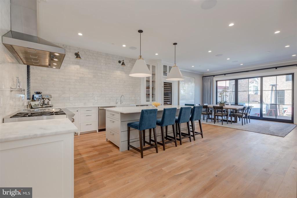 White oak hardwood flooring throughout - 212 A ST NE, WASHINGTON