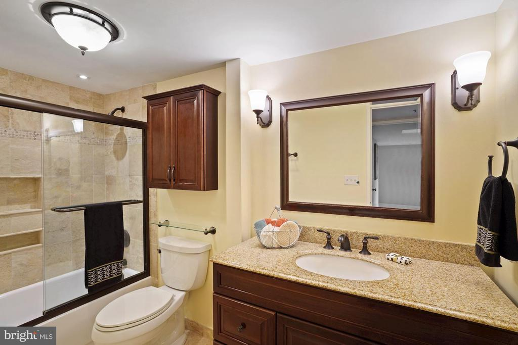Full bathroom in the hallway - 1600 N OAK ST #532, ARLINGTON