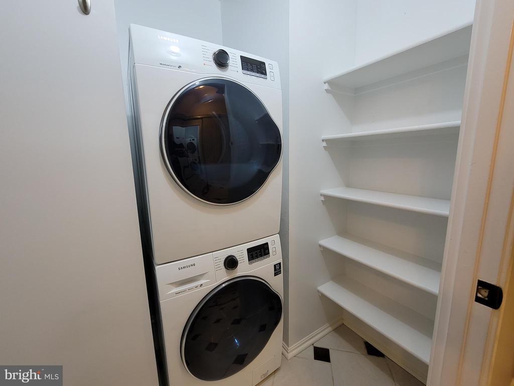 Brand new washer/dryer in the closet - 1600 N OAK ST #532, ARLINGTON