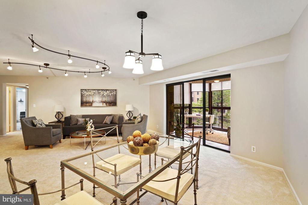 Dining & living area - 1600 N OAK ST #532, ARLINGTON