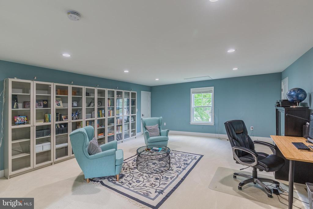 Finisghed lower level rec room - 4516 BURKE STATION RD, FAIRFAX