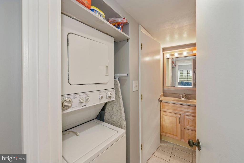 Washer/ Dryer - 2111 WISCONSIN AVENUE, NW #420, WASHINGTON