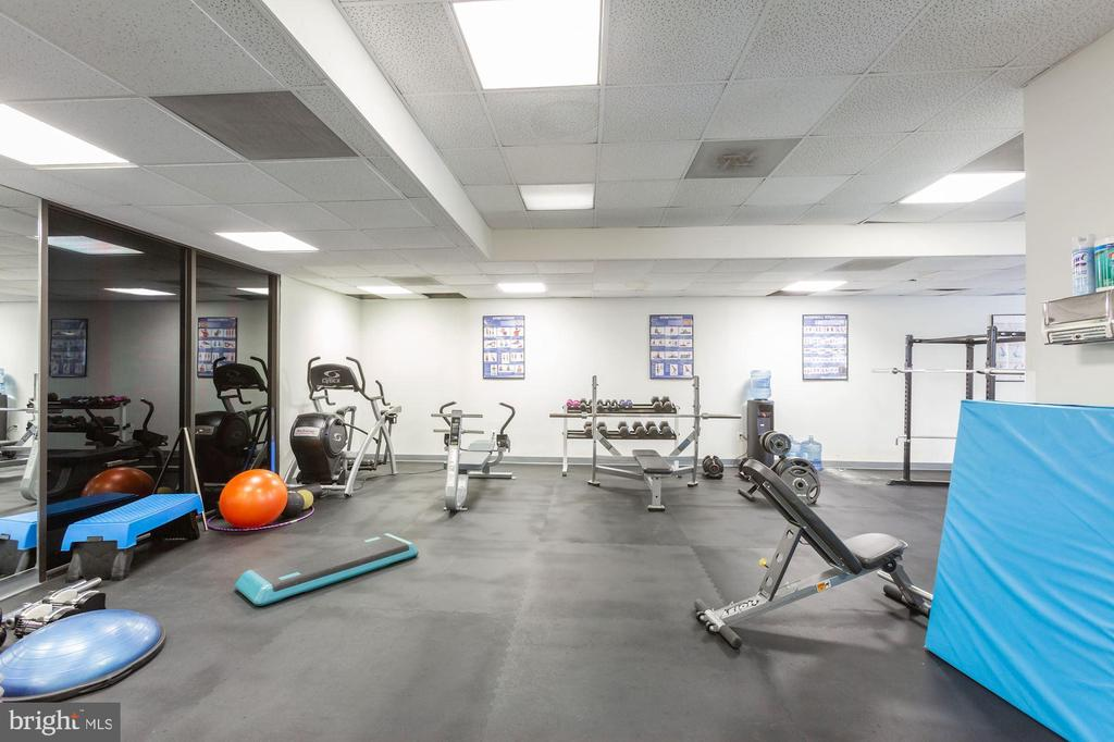 Well equipped gym. - 2111 WISCONSIN AVENUE, NW #420, WASHINGTON