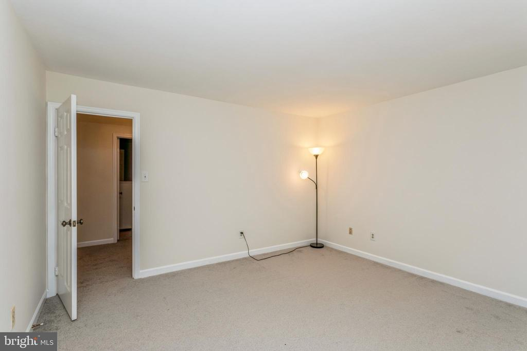 Light and bright bedroom #4 - 13619 BRIDGELAND LN, CLIFTON