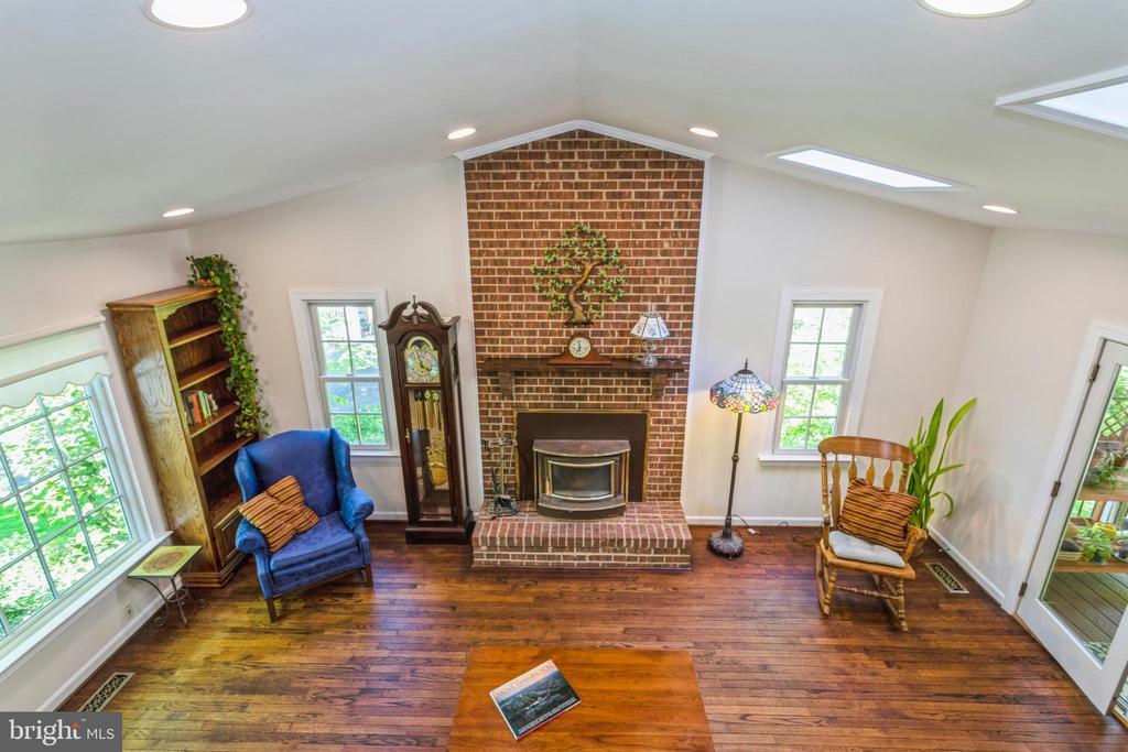 Gorgeous floor to ceiling brick fireplace - 13619 BRIDGELAND LN, CLIFTON
