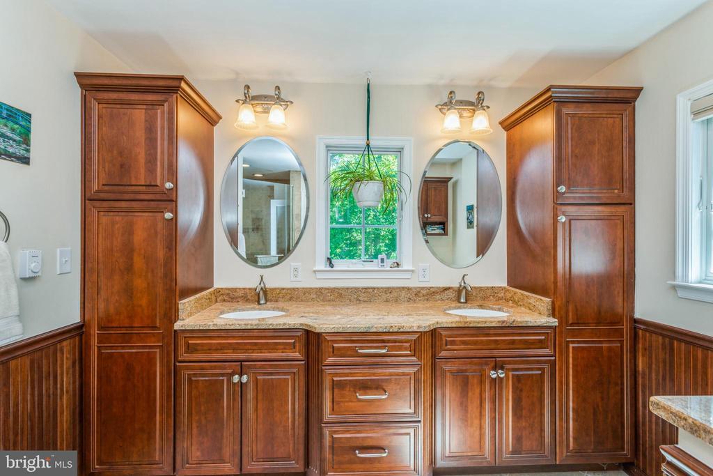 Renovated primary bathroom, dual sinks - 13619 BRIDGELAND LN, CLIFTON