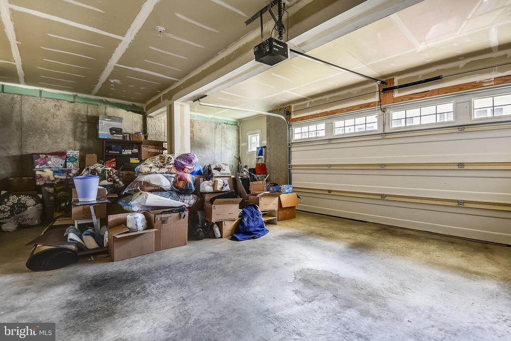 Two car garage with lots of extra storage room - 24953 EARLSFORD DR, CHANTILLY