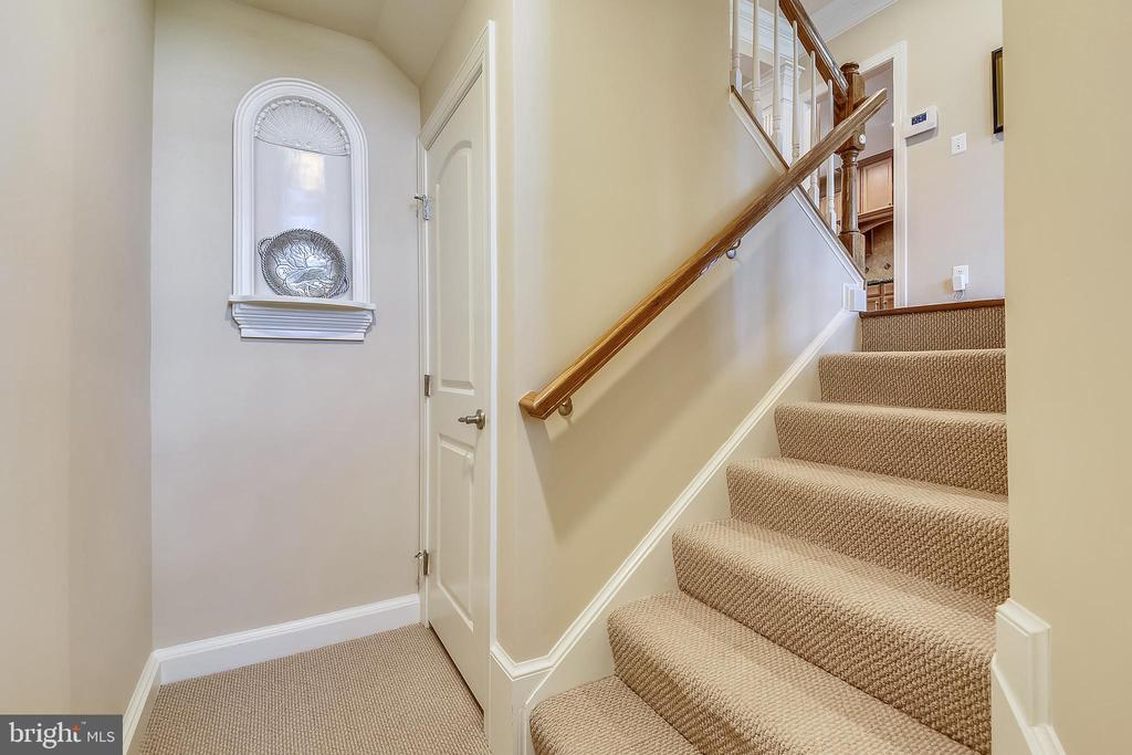 Stairs to the main level - 24953 EARLSFORD DR, CHANTILLY