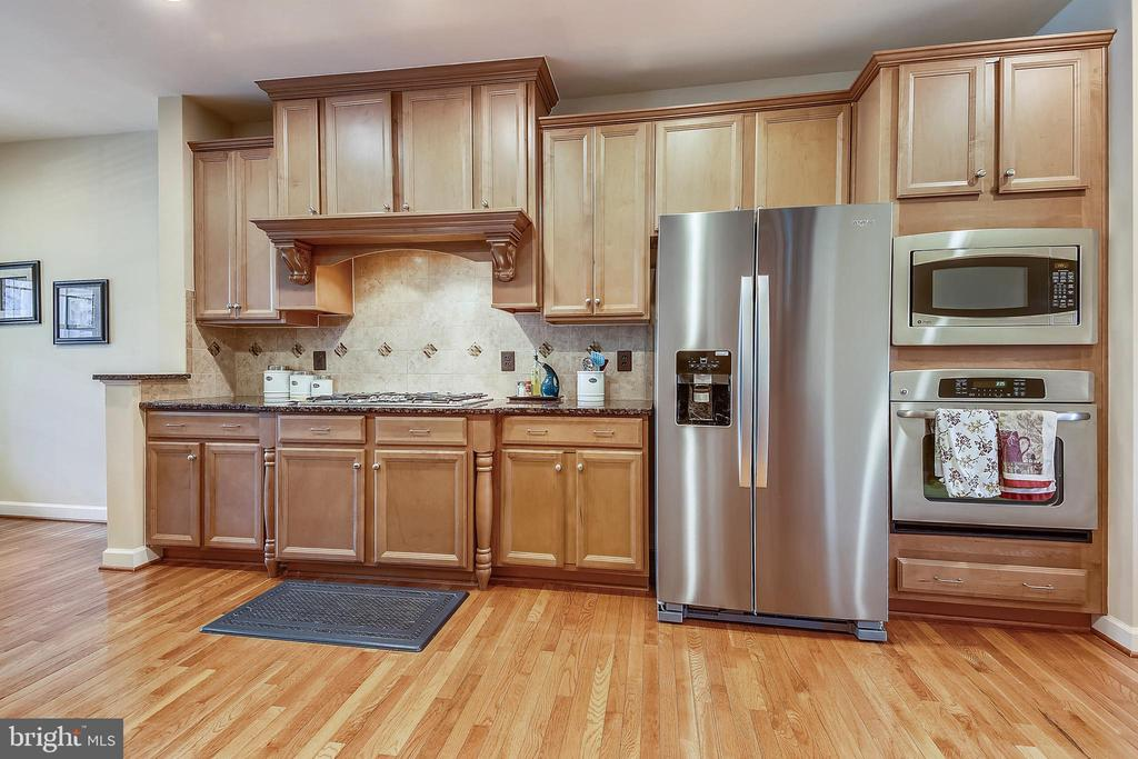 Stainless steel appliances - Fridge new this year - 24953 EARLSFORD DR, CHANTILLY