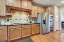 Gas cooktop with range hood - 24953 EARLSFORD DR, CHANTILLY