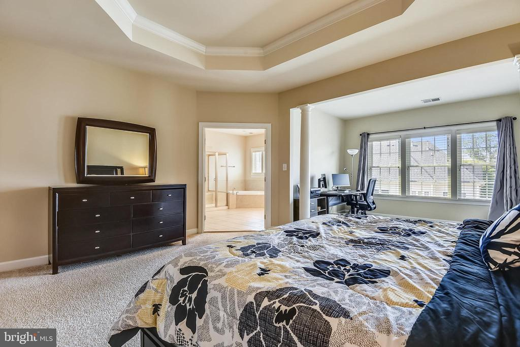View into the main bedroom bath - 24953 EARLSFORD DR, CHANTILLY