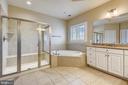 Main bedroom full bath - 24953 EARLSFORD DR, CHANTILLY