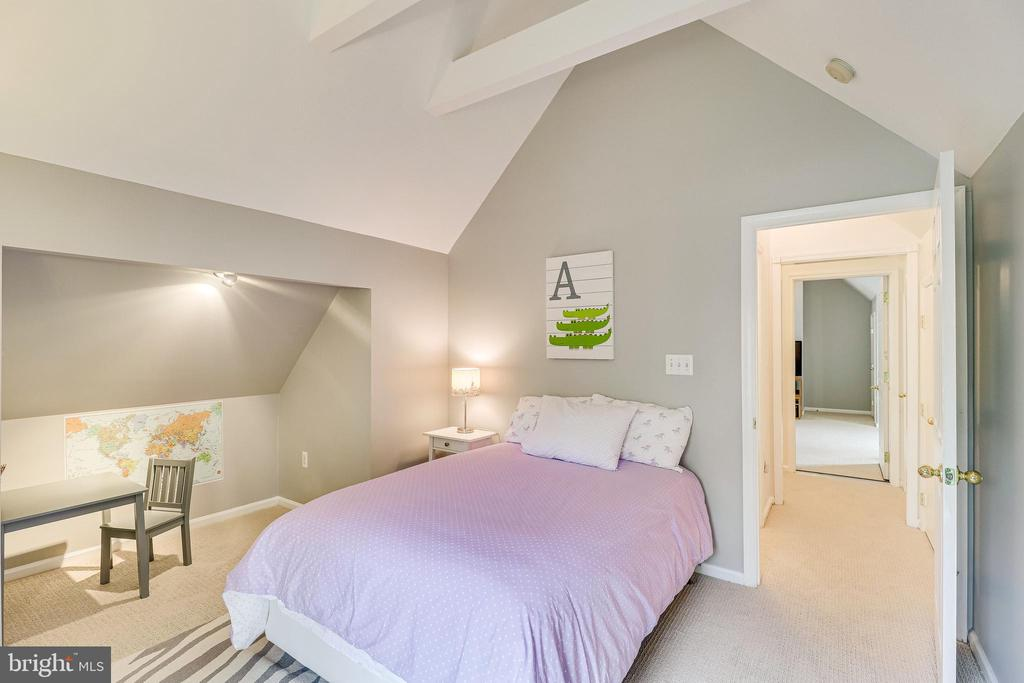 High ceilings in bedroom 4 - 7945 BOLLING DR, ALEXANDRIA