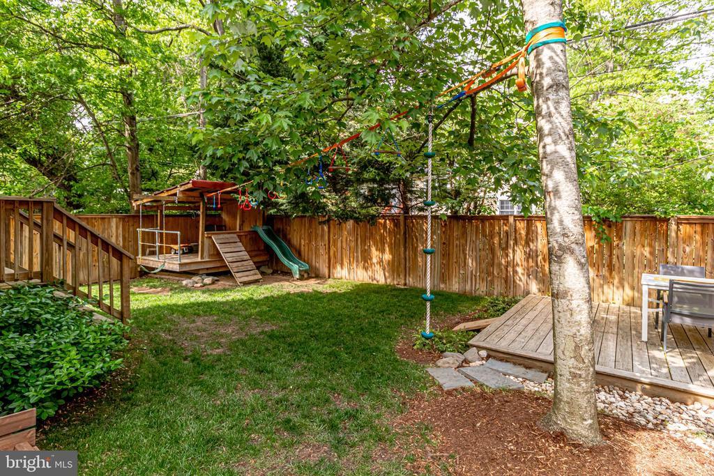 Custom built playhouse - 7945 BOLLING DR, ALEXANDRIA
