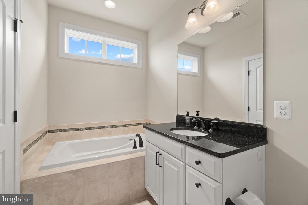 Bedroom #2 Bathroom - 35543 GREYFRIAR DR, ROUND HILL