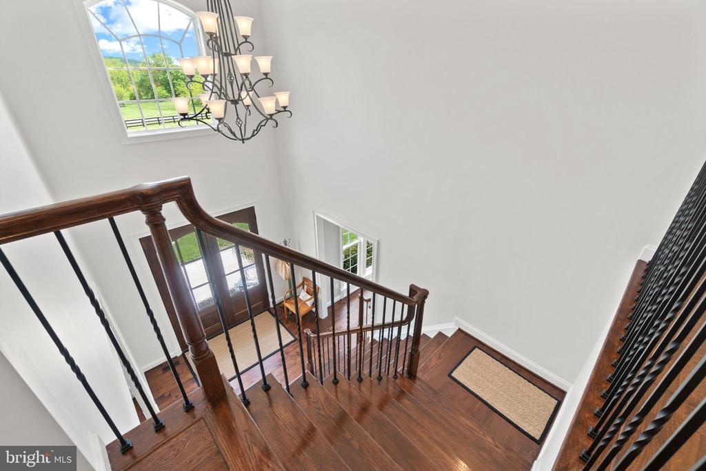 Stairway - 35543 GREYFRIAR DR, ROUND HILL