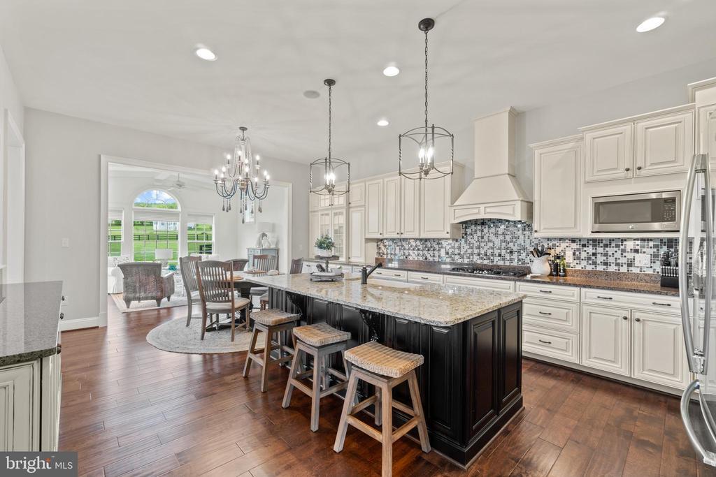 Stunning Kitchen - 35543 GREYFRIAR DR, ROUND HILL