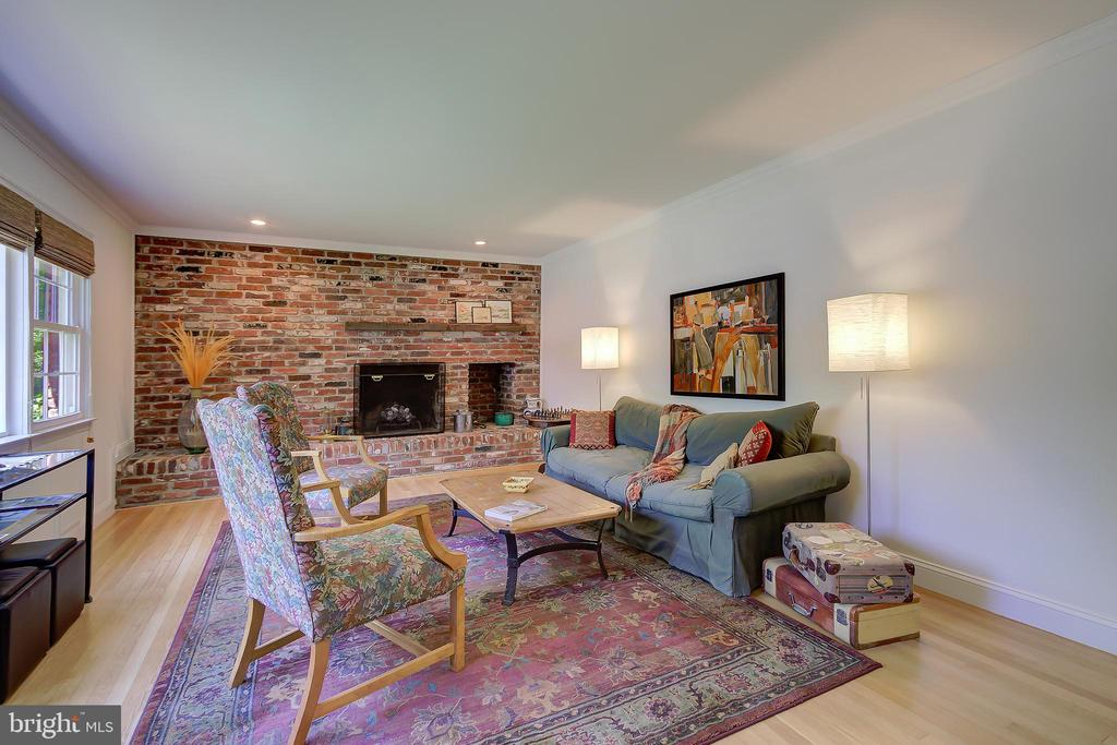 Living Room Full Wall of Beautiful Exposed Brick! - 2502 CHILDS LN, ALEXANDRIA