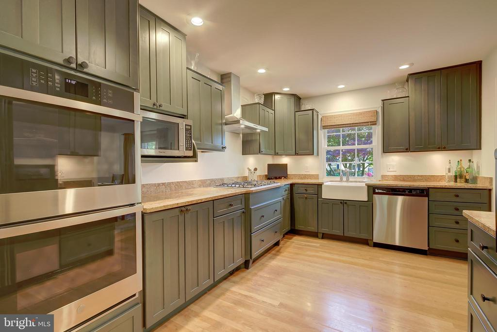 Kithen - Lots of Practical Workspace - 2502 CHILDS LN, ALEXANDRIA