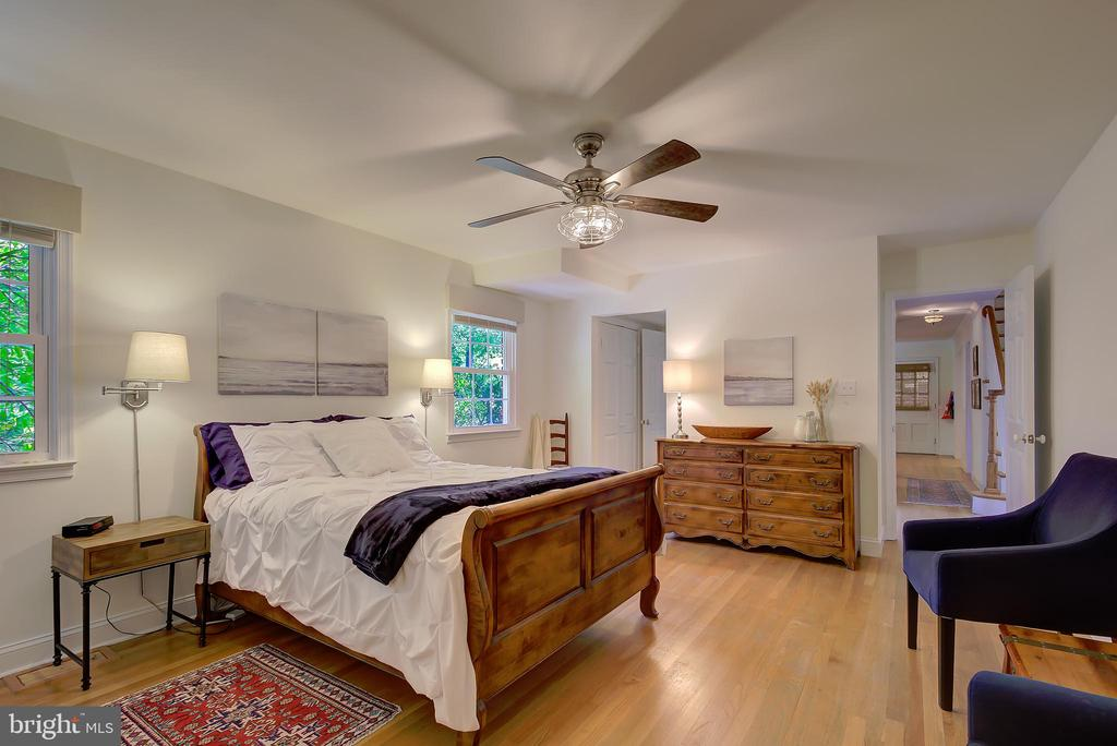 Main Level Primary/Master Bedroom - Opposite View - 2502 CHILDS LN, ALEXANDRIA