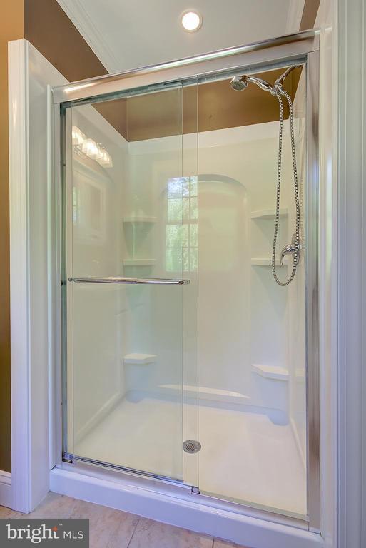 Main Level Primary/Master Bath Walk-In Shower - 2502 CHILDS LN, ALEXANDRIA