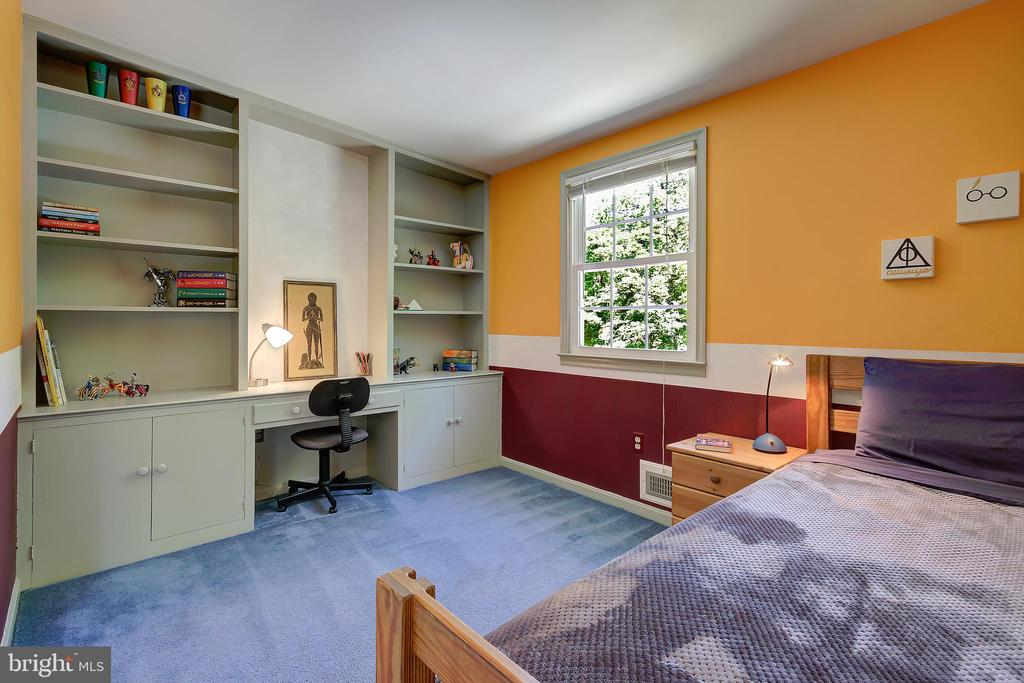 Bedroom #3 With Built-In Desk Area and Bookcases - 2502 CHILDS LN, ALEXANDRIA