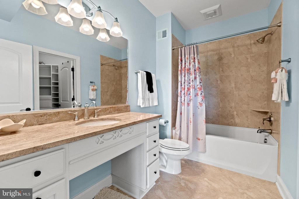 Upper Level Bathroom - 9903 S HARRIS FARM RD, SPOTSYLVANIA
