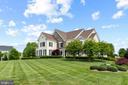 Beautiful professionally landscaped yard - 9903 S HARRIS FARM RD, SPOTSYLVANIA