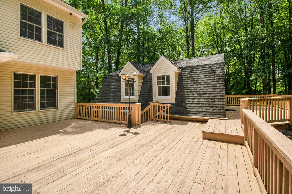 deck connecting main house and studio - 15302 SWEETRIDGE RD, SILVER SPRING