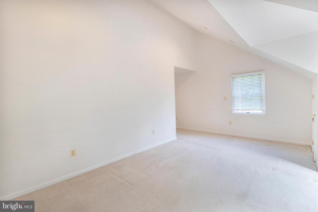 primary bedroom - sitting room - 15302 SWEETRIDGE RD, SILVER SPRING