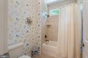 Shared Full Bath with Tiled Tub Shower - 11500 TURNING LEAF CT, SPOTSYLVANIA