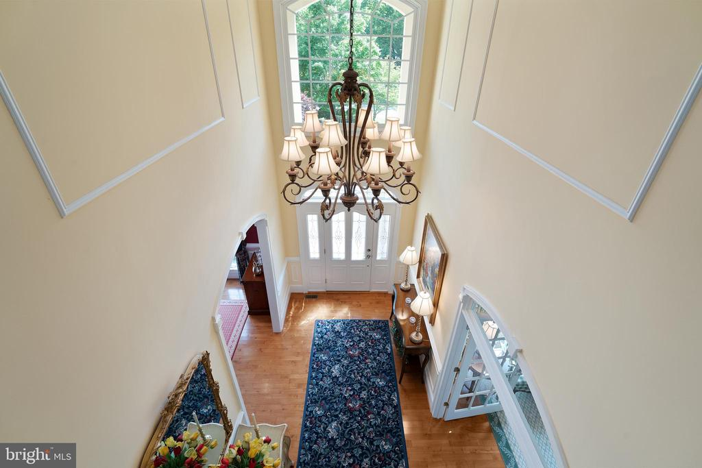 Fixture has an Electric Lift for Easy Maintenance - 11500 TURNING LEAF CT, SPOTSYLVANIA