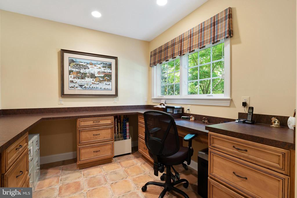 Additional Computer Built-ins or Craft/Hobby Area - 11500 TURNING LEAF CT, SPOTSYLVANIA