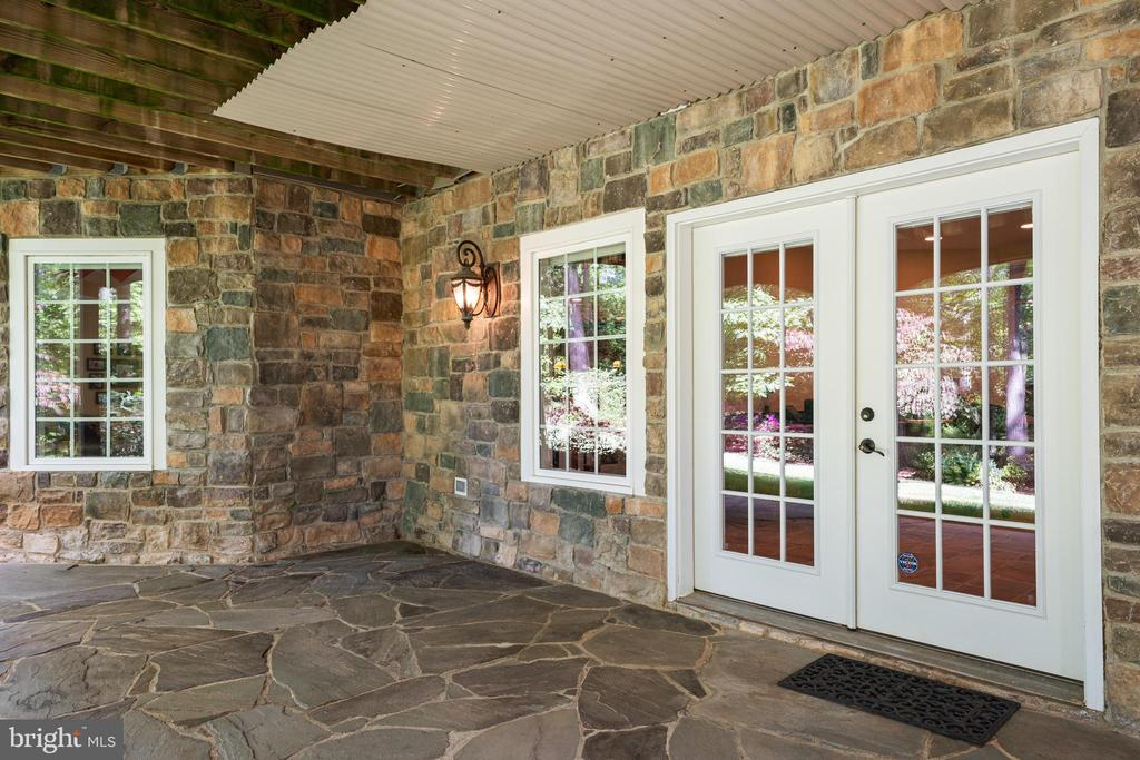 Covered Rear Entrance to the Lower Level - 11500 TURNING LEAF CT, SPOTSYLVANIA