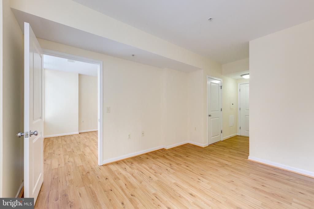 Bedroom: Walk In Closet - 851 N GLEBE RD #115, ARLINGTON