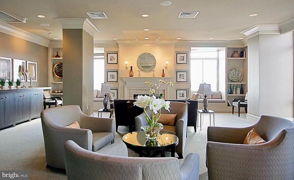 SkyView Room Roof Top - 851 N GLEBE RD #115, ARLINGTON