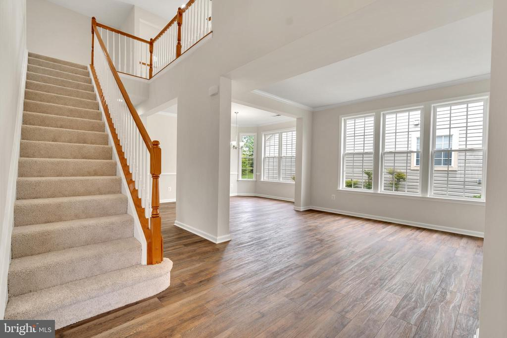 Steps to Loft and Spacious Living Room - 13206 TRIPLE CROWN LOOP, GAINESVILLE